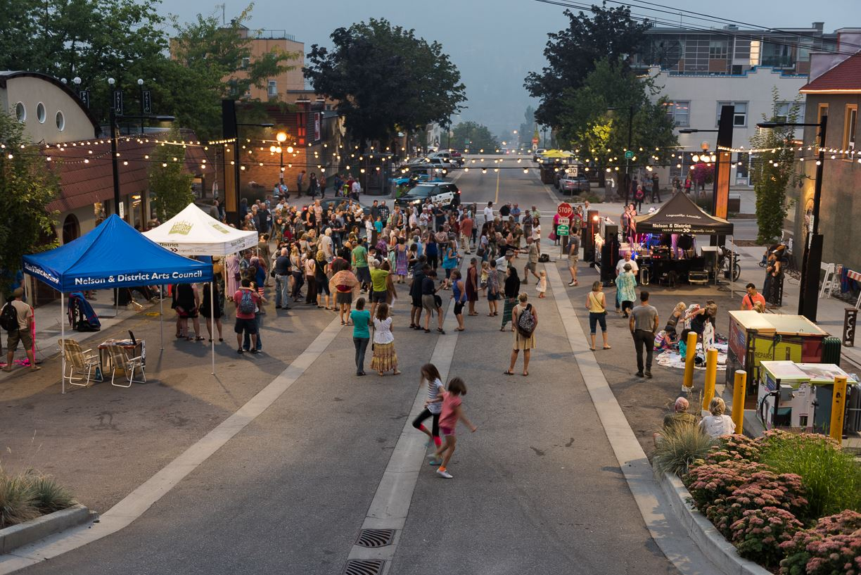 Hall_Street_Plaza_RobRichardson